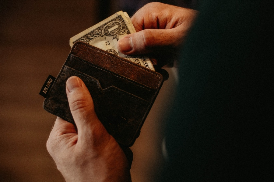 How to Stop Living From Paycheck to Paycheck